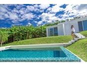 【プライベートプール】JUSANDIの5棟のヴィラすべてに設置。ヴィラから続く真っ白な道の先には珊瑚の海をイメージした青を基調とするプールが広がり、石垣の空を仰ぎながら爽やかで開放感のあるプライベートタイムをお過ごしいただけます。