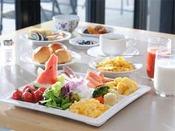 ご朝食は、和洋のビュッフェメニューを約30種類ご用意しております。