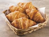 バターの香りと食感が人気のクロワッサン。トースターで温めるとより芳ばしい香りが漂います