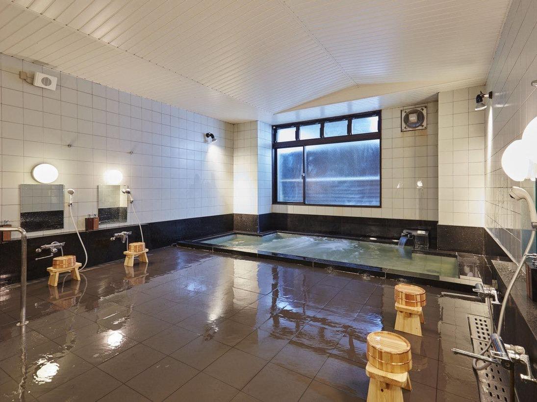 アルプスの雪解け水が地下水となり、深志の水と呼ばれます。肌触りが良い当ホテルのお湯は、平成の名水百選に選ばれたこの名水を利用しています。