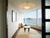プレミアムフロア:ラグジュアリージャパニーズ(53平米)※イメージお部屋の一角が畳のお部屋になっている、「和」と「洋」が融合する斬新なスタイルのお部屋。
