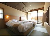 【客室】温泉露天風呂付きデラックススイートルーム(6名定員)…67平米・Deluxe Suite Room type is the biggest room type . This room type is perfect for families