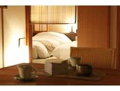 【客室】温泉露天風呂付き和洋室A(3名定員)。居室と寝室は簾で分かれており、和にこだわった癒しの空間。This triple room has a seating area ( tatami are )for you relax