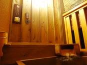 【客室露天風呂】全部屋完備。ボタンを押すと、10分間温泉が出ます。When you press the white button near by tub the onsen will be comes out around 10 minutes