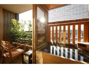 【客室露天風呂・夏】夏の日差しと熱い温泉(イメージ)※夢想窓の設置あり。