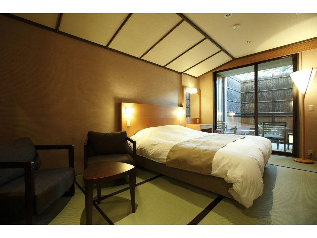 【客室】温泉露天風呂付きダブルルーム(2名定員)…24平米・Double room C type with private open air-bath ( for 2 adults )
