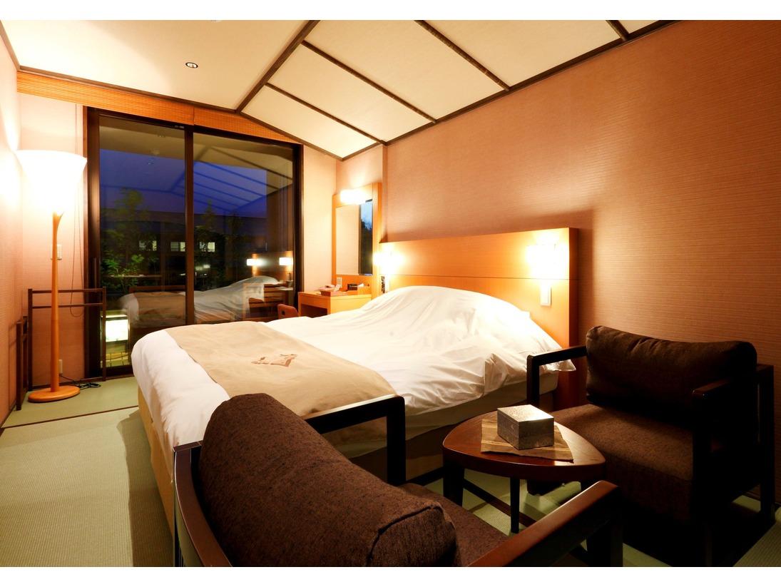 【客室】温泉露天風呂付きダブルルーム(2名定員)・Double room C type with private open air-bath ( for 2 adults )