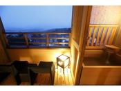【客室露天風呂・冬】雪が降れば情緒あり(イメージ)※夢想窓の設置あり。