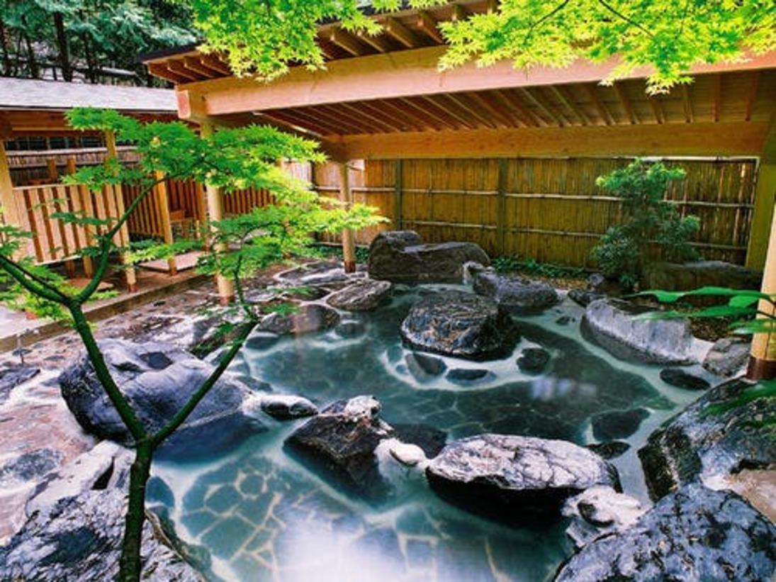 混浴の庭園露天風呂'竹林'女性専用時間もございます。