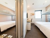 150cm幅ダブルベッド1台とロフトベッド付×2部屋!ベッド4台で3名様~4名様までご宿泊頂けます。2部屋を自由にお部屋の中で行き来できるタイプです。ファミリー・グループにおすすめ!