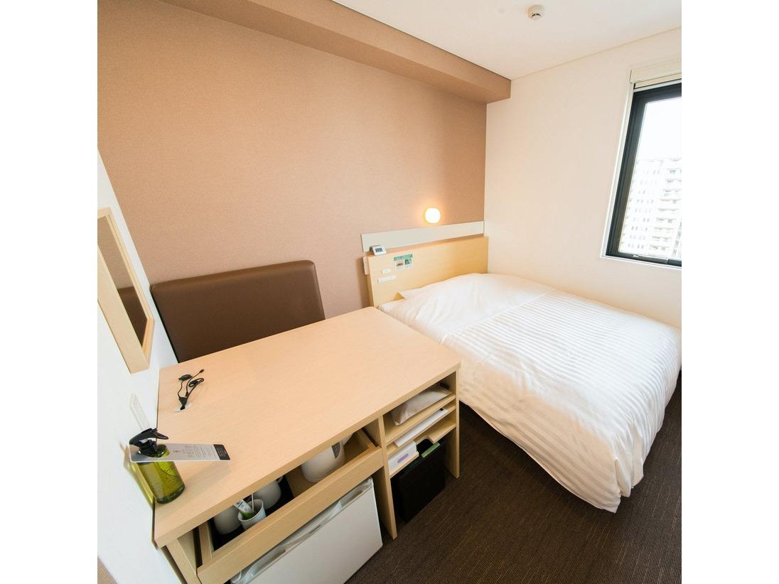150cmワイドベッド1台+広々デスクじっくり旅行の計画を立てても良し!ゆったりデスクワークも良し!!