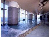 相模灘を一望!開放的なタワー館大展望風呂。