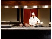 長野県産の「五郎兵衛米」を店内の羽釜で炊き上げます。