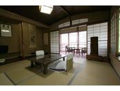 松風の間。昭和39年囲碁本因坊戦で当時の高川秀格本因坊がお泊りになった歴史あるお部屋。渓谷側ではございません