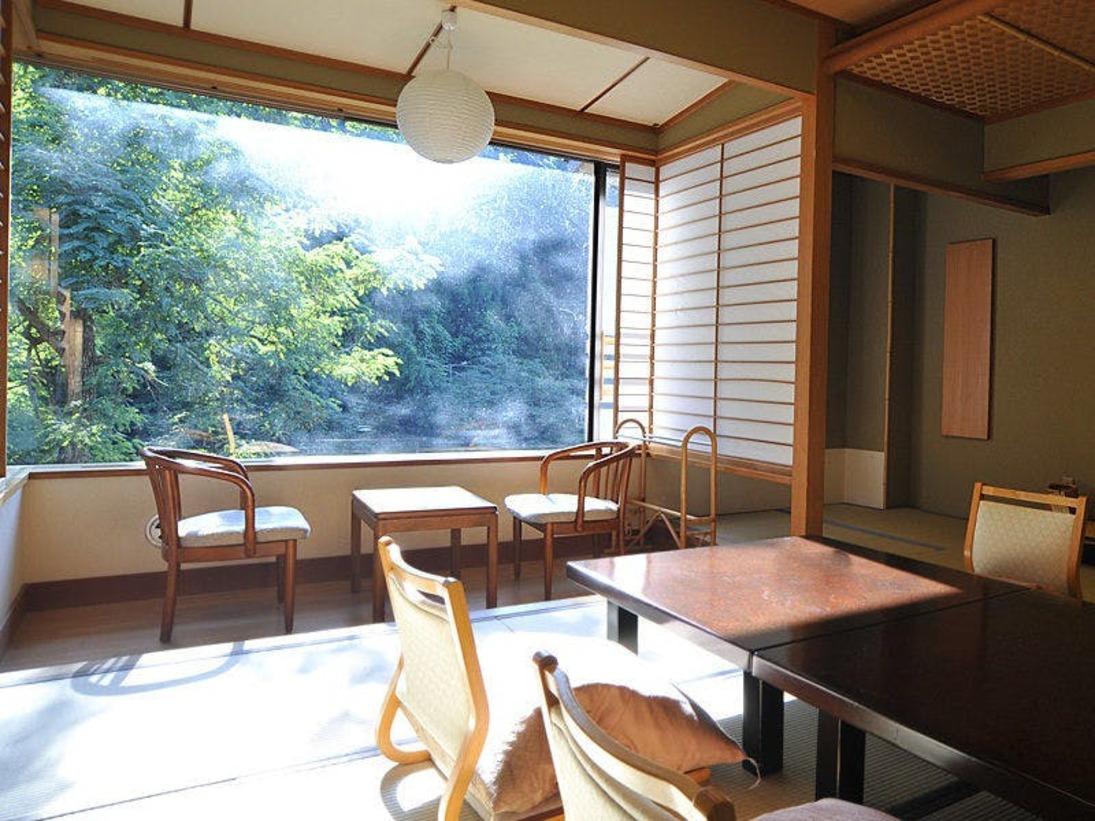 四季折々の渓谷美が楽しめる『渓流館』の客室(一例)