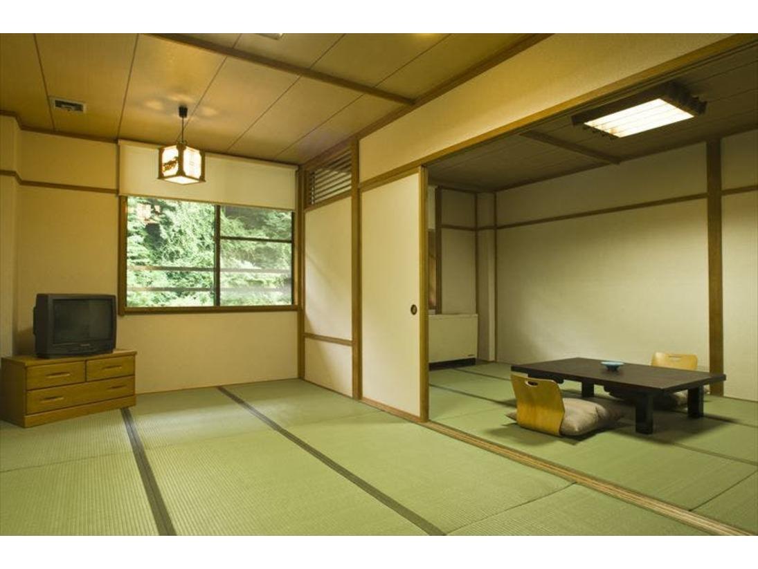 全室渓谷側のお部屋です。お部屋は9畳+9畳の広々18畳。和室または和洋室となります。(選択不可)全室バス・トイレ付。冷房施設はございません。本館・清流荘は3階建ての館ですが、エレベーターがありません。(1階のお部屋へも階段あり)