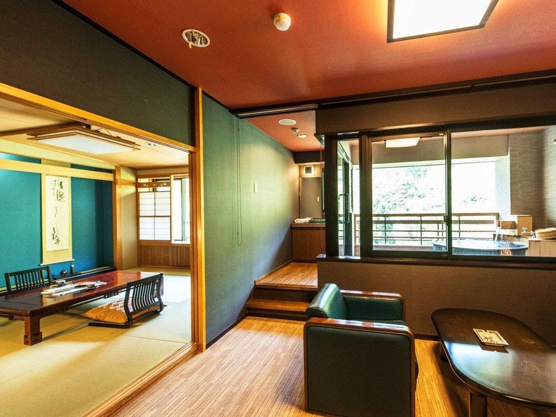 最上階に位置する優雅な和洋室スイートルーム。源泉かけ流しの露天風呂や、セミダブルのベッドル-ムと和室10畳の配置で、ゆったりと癒しのひとときをお過ごしいただけます。