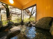 【貸切家族風呂 桜の湯】春は桜見風呂を愉しめるイチオシの露天風呂