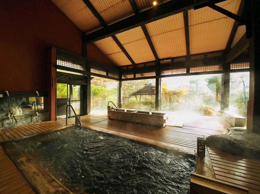 """【大浴場】""""24時間""""いつでも入れる♪開放的な空間で源泉沸き立つ温泉♪"""