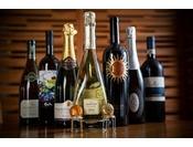 【DINNER】ワインのご用意もございます。大切な方とのお食事にさまざまな食の愉しさをお届けいたします。ゆったりとした時間の流れる夜の贅沢なひとときをご堪能ください。