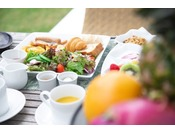 【Breakfast】朝食は新鮮な野菜を中心にした、琉球食材を使用した創作和食・アメリカンブレックファーストの2種をご用意しております。