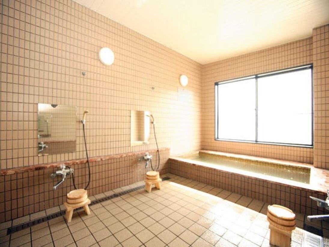 若狭湾を望む展望風呂。漁り火をご覧になりながら、ゆっくりとご入浴ください。