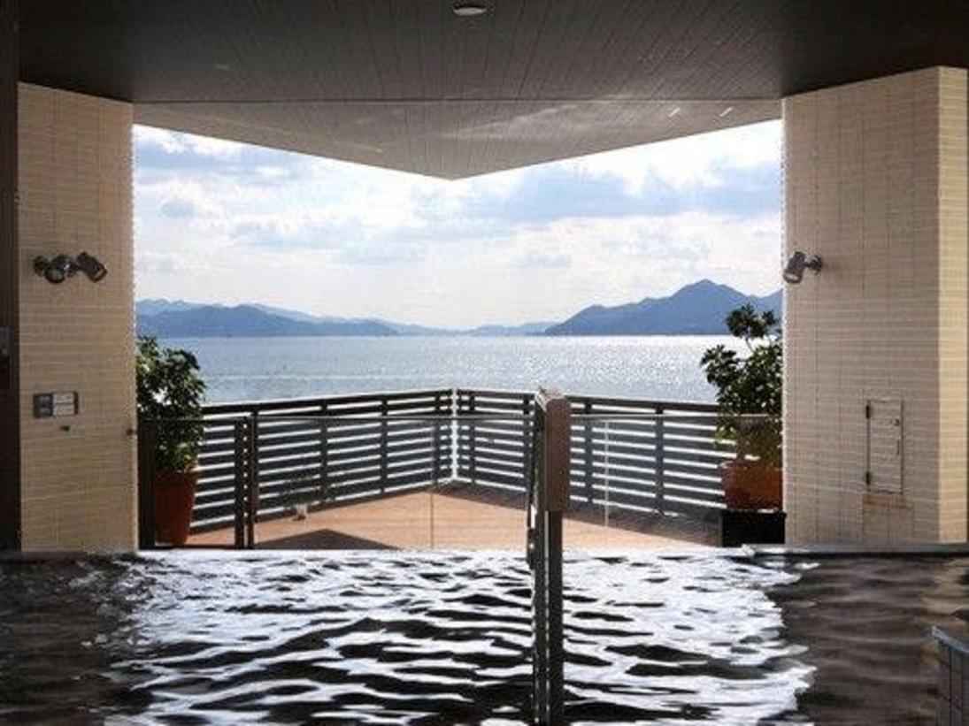 展望露天風呂 広島温泉「瀬戸の湯」 穏やかな瀬戸内海を眺めながら、ゆったりとお楽しみください。