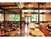 山小屋風のレストラン「ラ・フォーリア」