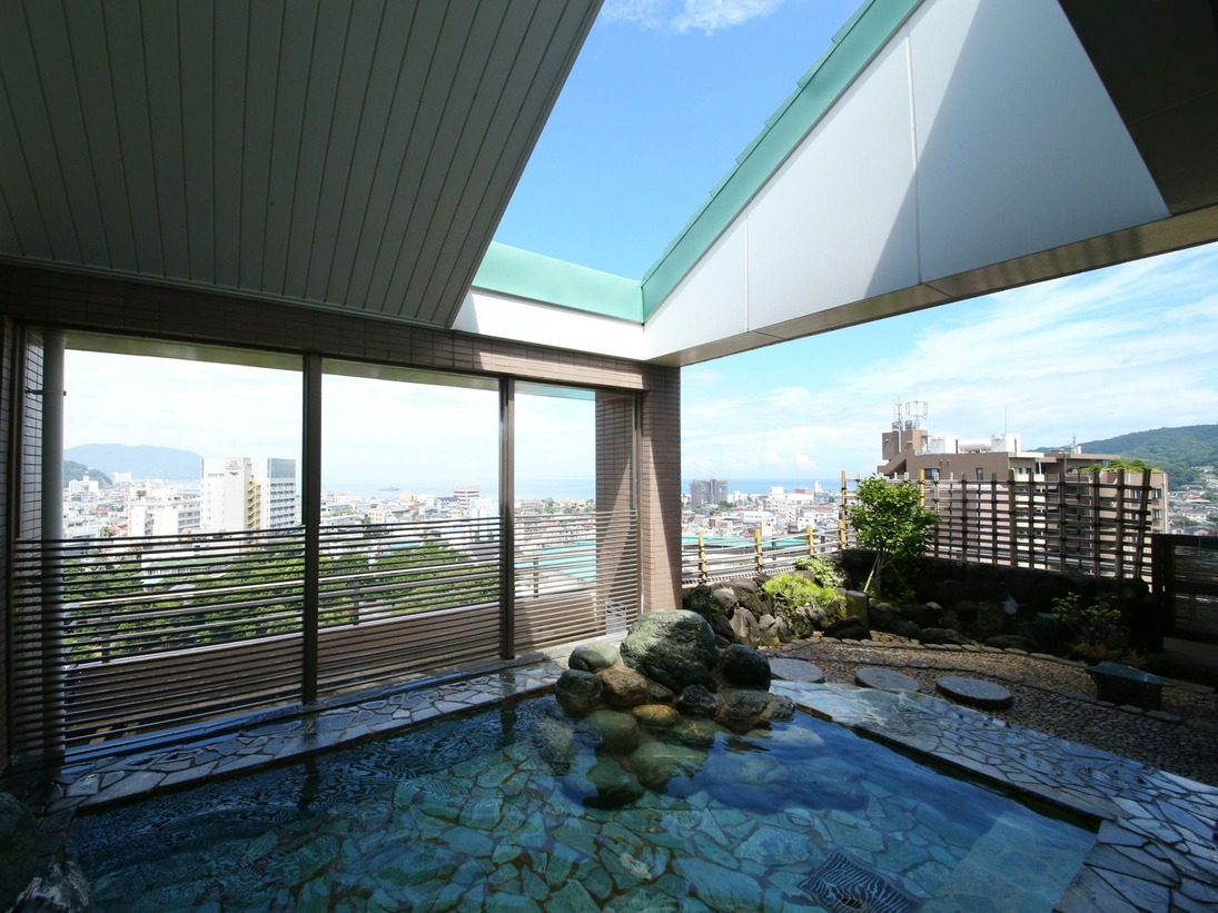 露天風呂(海側の大浴場・日替わり)最上階露天風呂からの景色は癒しの空間を作り出します。