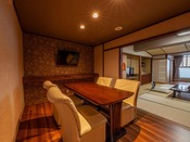 温泉露天風呂付きの15.5畳和室+ダイニングの客室です。良質な温泉を24時間独り占め♪