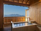憧れの露天風呂付き客室。しかも温泉利用!