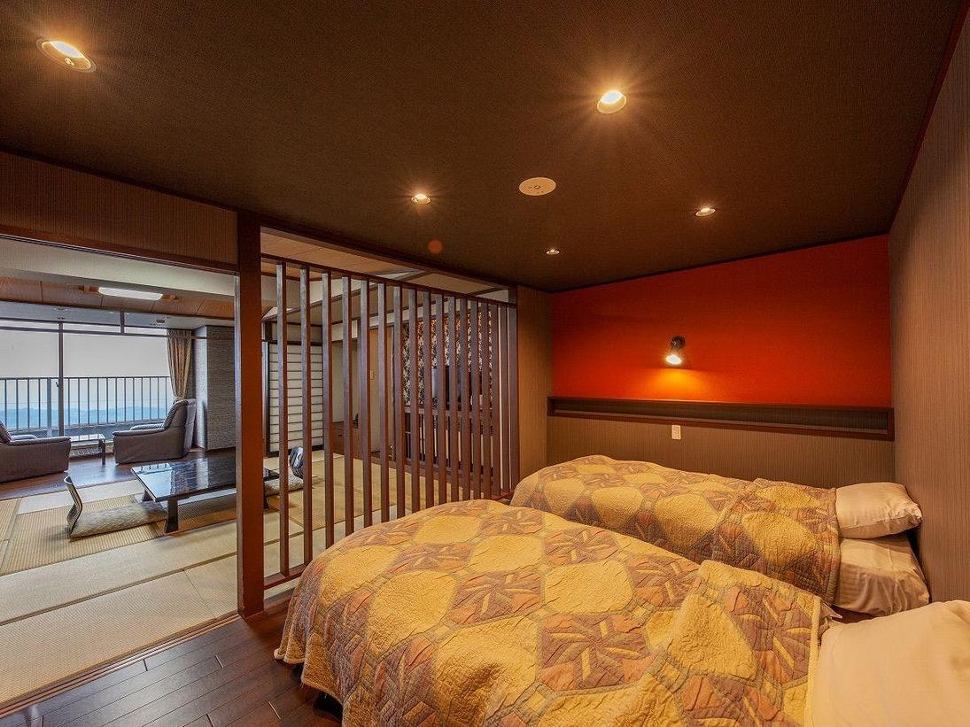 2018年10月にリニューアルした、シモンズ製のツインベッドと、12.5畳の和室を備えた和洋室。