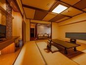 ツインベッドと15畳の和室を備えた、広々とした角部屋の和洋室です。群馬の山々を望む6階のお部屋