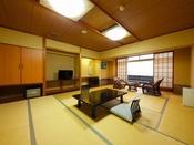 きむらスタンダード和室。15畳以上のシンプルで広々としたお部屋でございます。