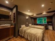 2018年にリニューアルしたツインベッドのお部屋です。シモンズベッドを使用。