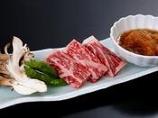 甘み&肉汁溢れる『牛ステーキ』。ほっぺもトロける美味しさ!