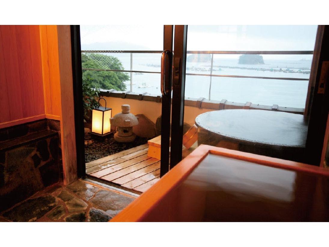 新館 季和海12帖+6帖(一例)木の優しい肌触りの内風呂、海をご覧頂ける露天風呂と我が家で寛ぐ様にお楽しみ頂けます。