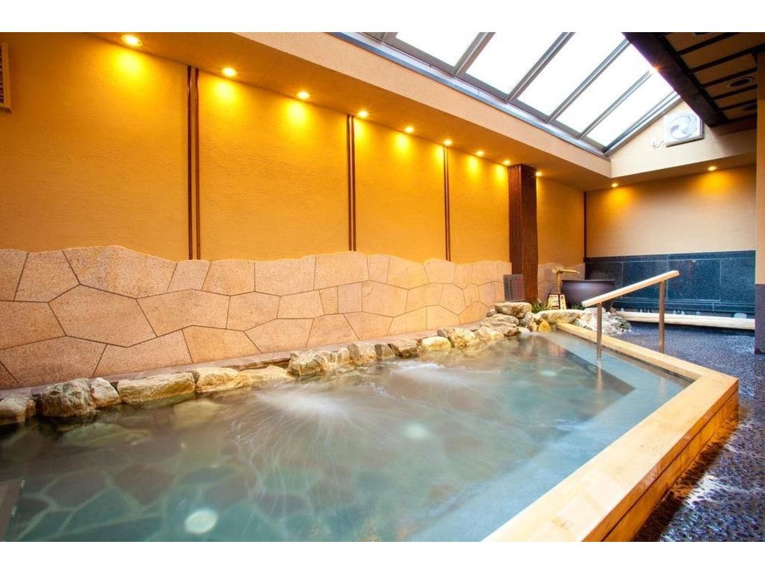 大浴場(一例)、天然鉱石「光明石」を泉源体とする人工温泉です。やわらかい湯ざわりと湯冷めしにくいポカポカ感をお楽しみ下さい