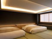 【街側の温泉&寝湯付客室「松風」(120平米)】ベッドルーム。
