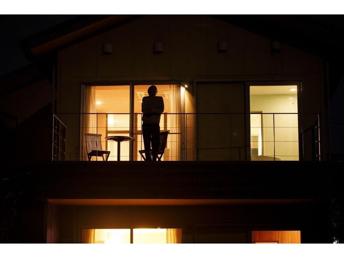 「四花菱」夜のテラスの一時