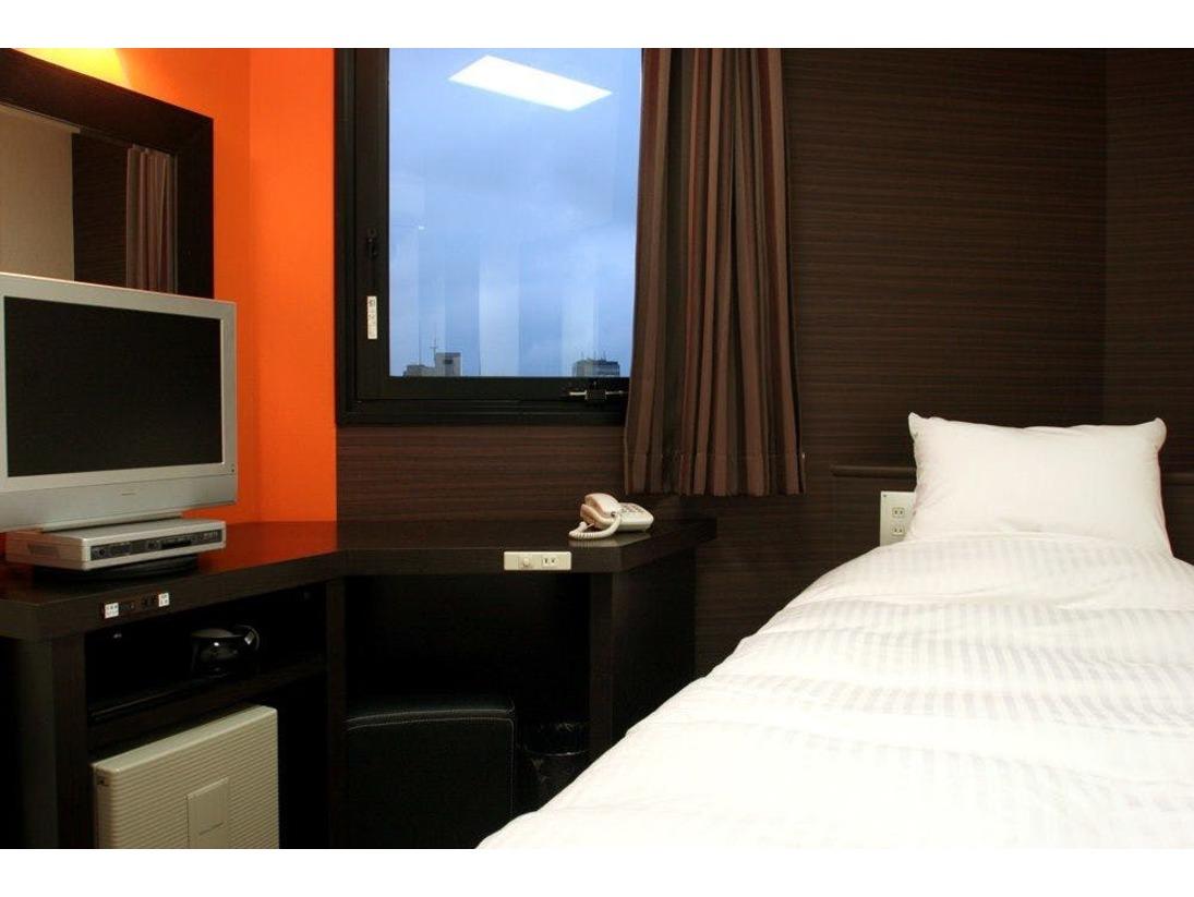 110センチ幅シングルベッドを収容したデザイナーズルームです。