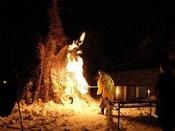 毎年1月の第二土曜日に行われる、新年の伝統行事「さいと焼き」4メートル程に積み上げた藁や萱にご祈祷点火し、天を焦がさんばかりの炎で一年の無病息災を祈ります。