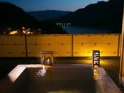 ■檜の露天風呂つき貴賓室-風花-■石庭から赤谷湖を眺めながらゆっくりと入れる露天風呂♪