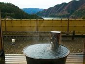■露天風呂つき特別室-風人-■石庭を囲み鋳鉄製露天風呂からの絶景を優雅に愉しむ──…。