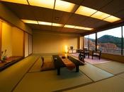 ■和室14畳■大きな窓は額縁から山の絵画を見ているよう