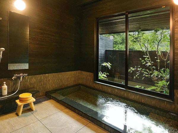 庭園の奥に佇む、新設された貸切風呂