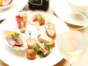 クラブフロア専用ラウンジ:カクテルタイムのオードブル一例クラブフロアとスイートご宿泊のお客様専用のラウンジです。
