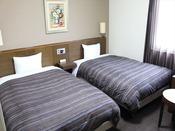本館ツインルーム 広いお部屋でごゆっくりお過ごし下さい。