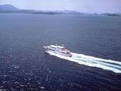 ホテル~宮島までは直行の高速船で。片道26分。