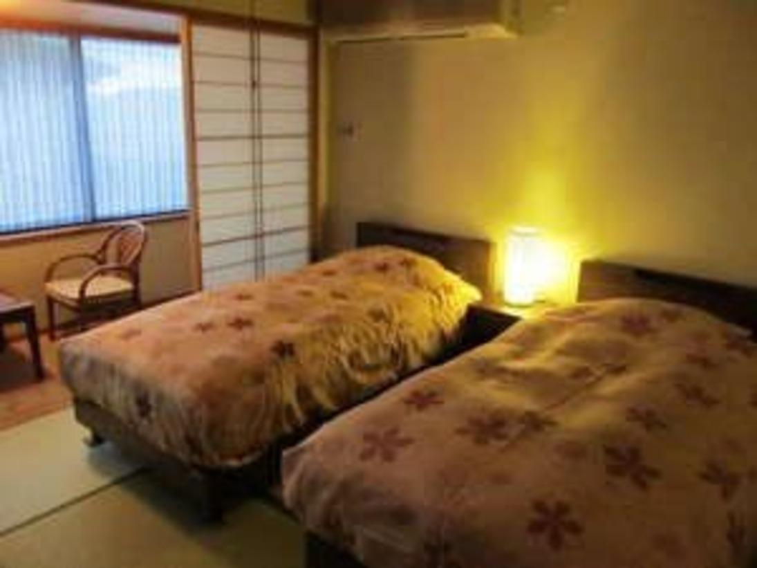 和室8畳間タイプにツインベッドを設置いたしました。